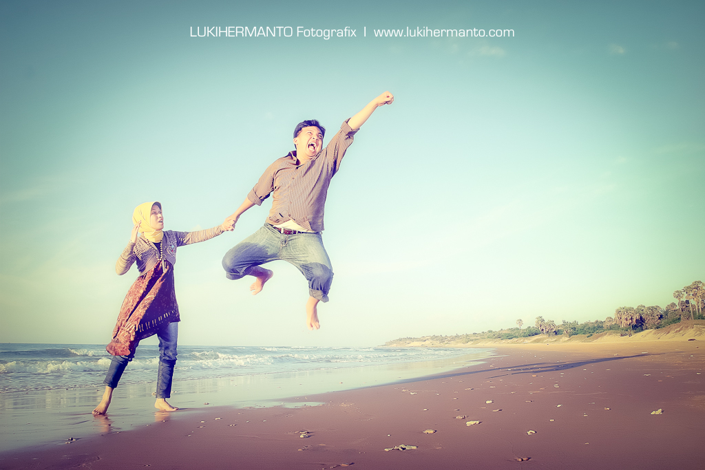 Prewedding di pantai slopeng