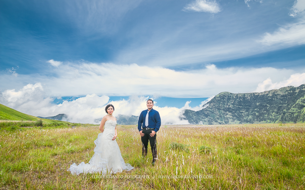 Foto prewedding bromo gaun wedding putih