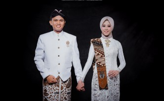 foto prewedding indoor simple jawa