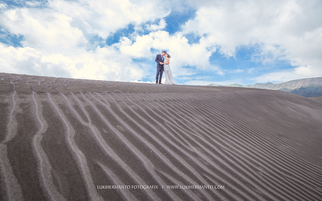 Foto prewedding di bromo formal gaun wedding